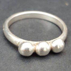 3 balled ring horizontal