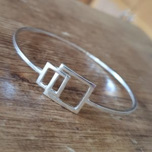 Interlocking squares bangle