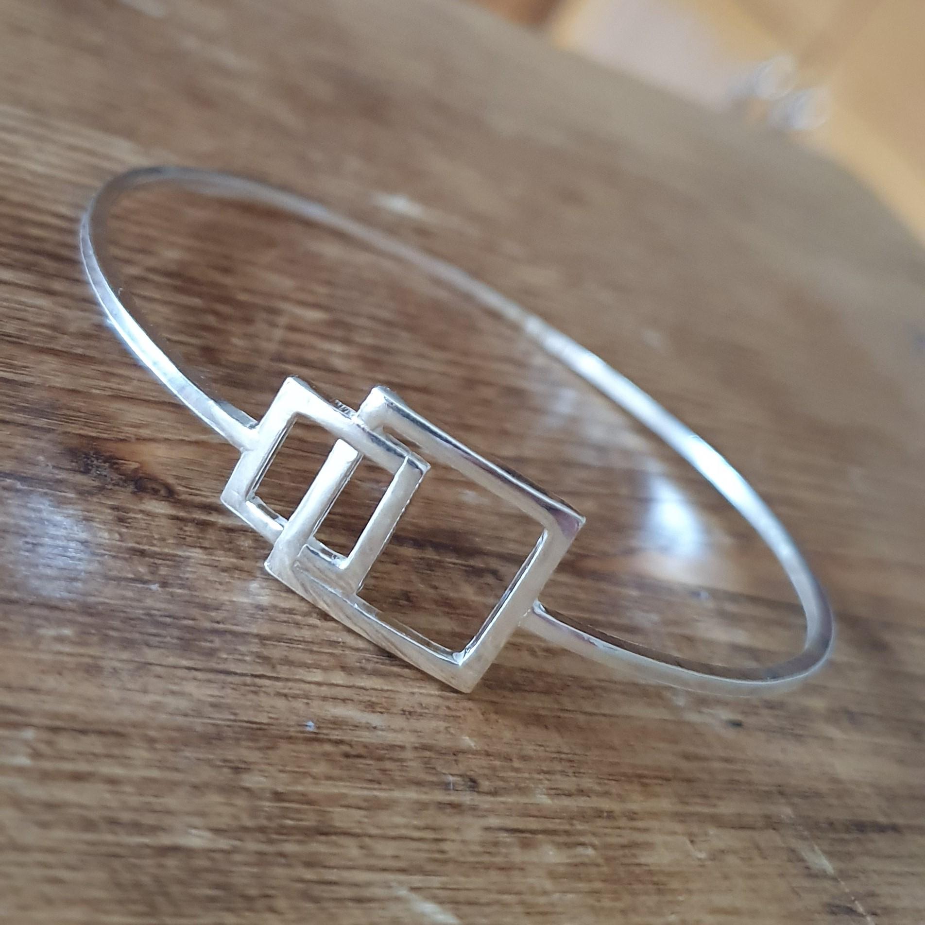 Interlocking squares bangle
