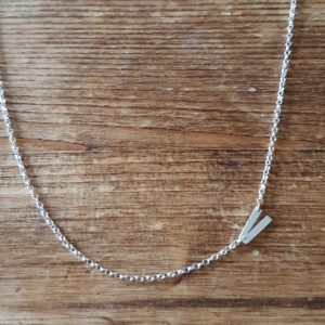 Asymmetric V necklace