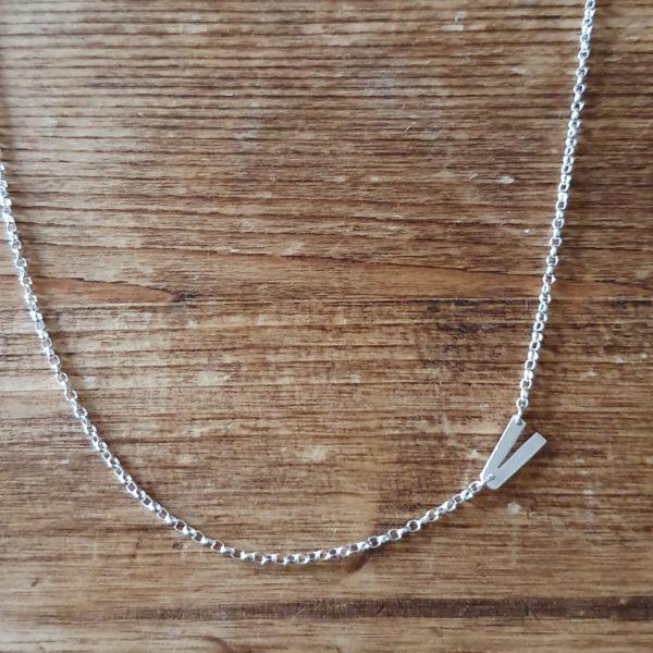 Asymmetric V necklace
