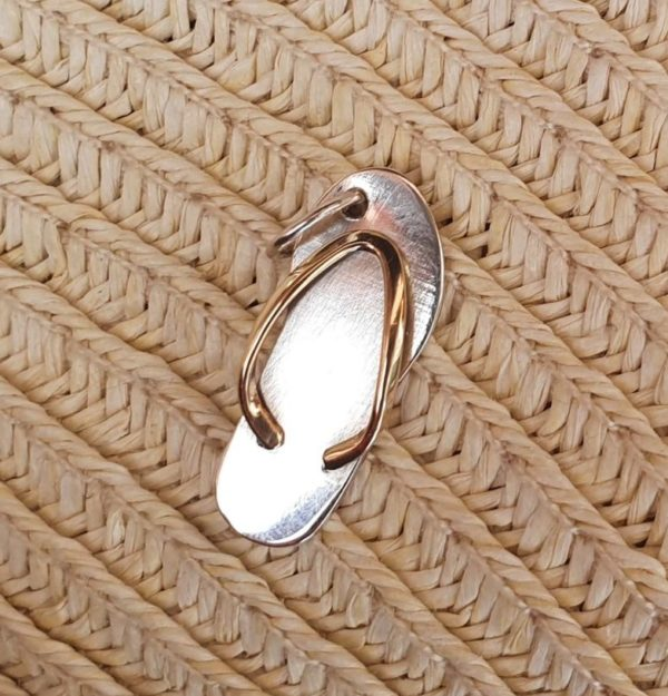 Flip flop pendant with 9ct yellow gold thong